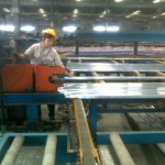 Chinese manufacturers cut the extrusion to size